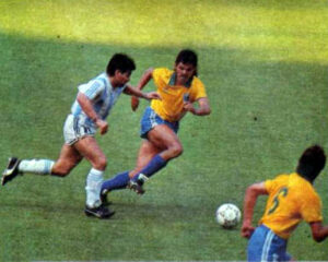 Maradona running and about to pass the ball